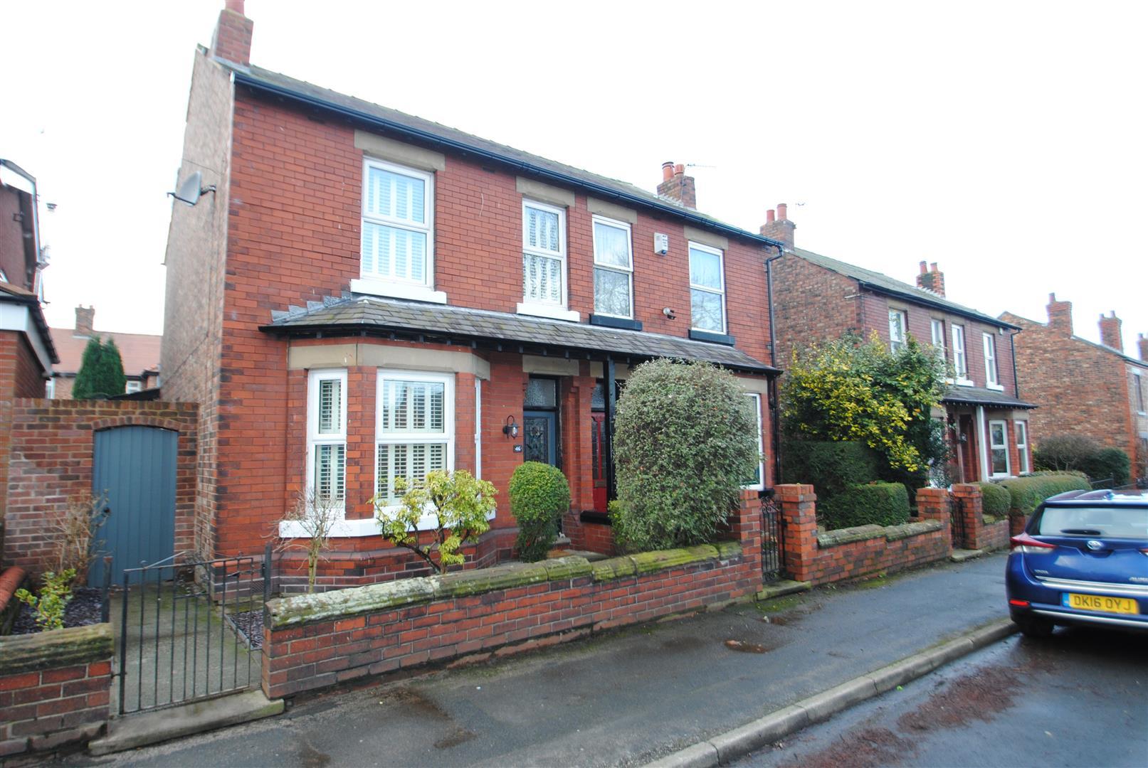 3 Bedrooms Semi Detached House for sale in Brackley Street, Stockton Heath, Warrington